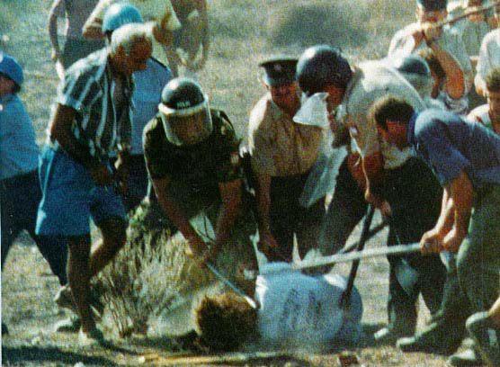 ΔΕΝ ΞΕΧΝΩ!!! ΑΥΓΟΥΣΤΟΥ 1996!!!! !ΔΟΛΟΦΟΝΗΘΗΚΕ ΑΓΡΙΑ ΑΠΟ ΤΟΥΣ ΤΟΥΡΚΟΥΣ ΣΤΗΝ ΚΥΠΡΟ ΜΑΣ Ο ΕΛΛΗΝ ΗΡΩΑΣ ΤΑΣΟΣ ΙΣΑΑΚ!!!